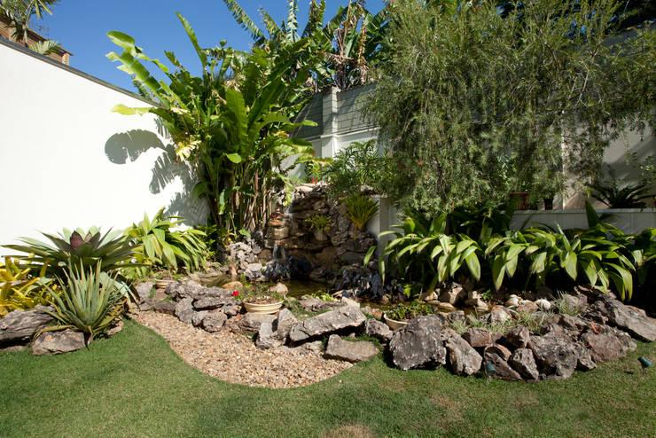 Jardines de estilo  por Eustáquio Leite Arquitetura