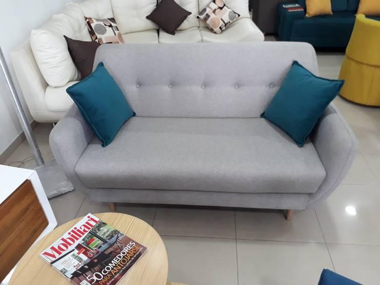 sofa escandinavo Estocolmo: Hogar de estilo  por AMOBLARTE MUEBLES Y DISEÑO INTERIOR