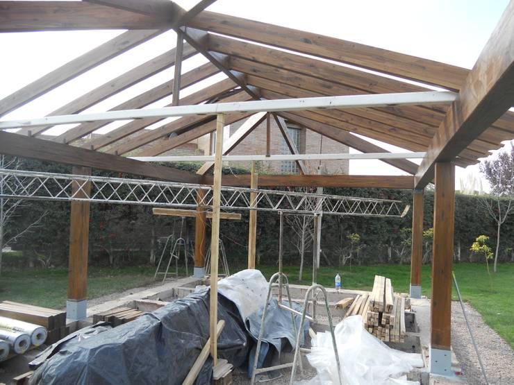 Construcción espacio: Jardines de estilo  por Hornero Arquitectura y Diseño,