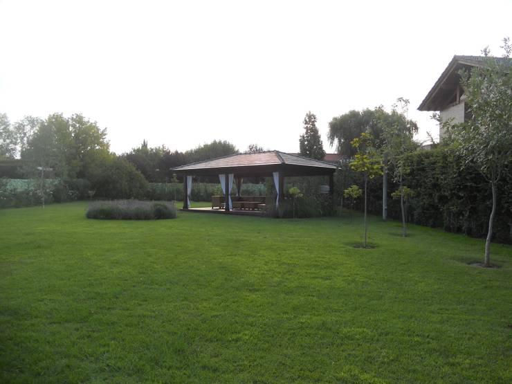 Proyecto terminado : Jardines de estilo  por Hornero Arquitectura y Diseño,