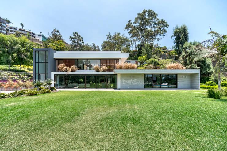 FACHADA FRONTAL: Casas de estilo  por DMS Arquitectas, Moderno