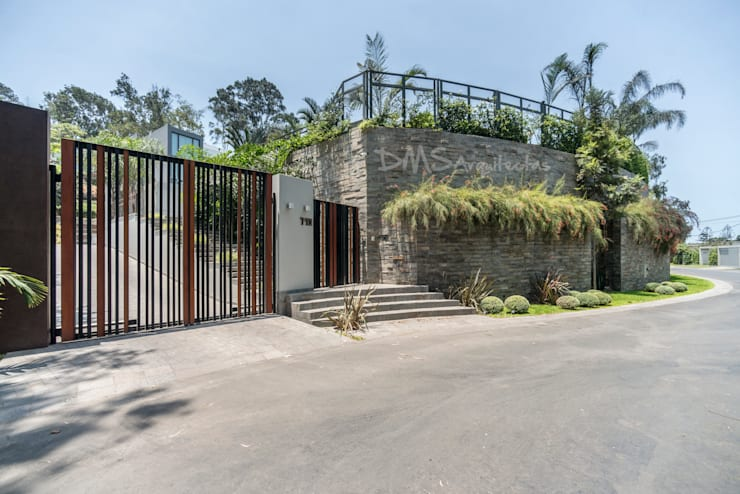 INGRESO PRINCIPAL: Casas de estilo  por DMS Arquitectas, Moderno