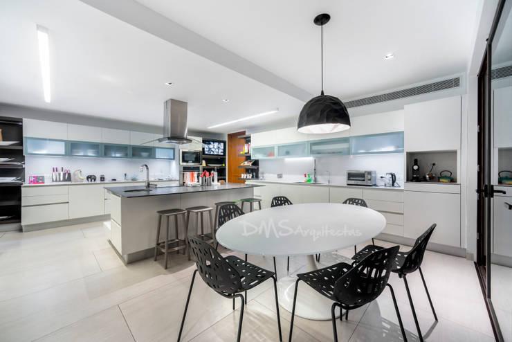 COCINA: Cocinas de estilo moderno por DMS Arquitectas