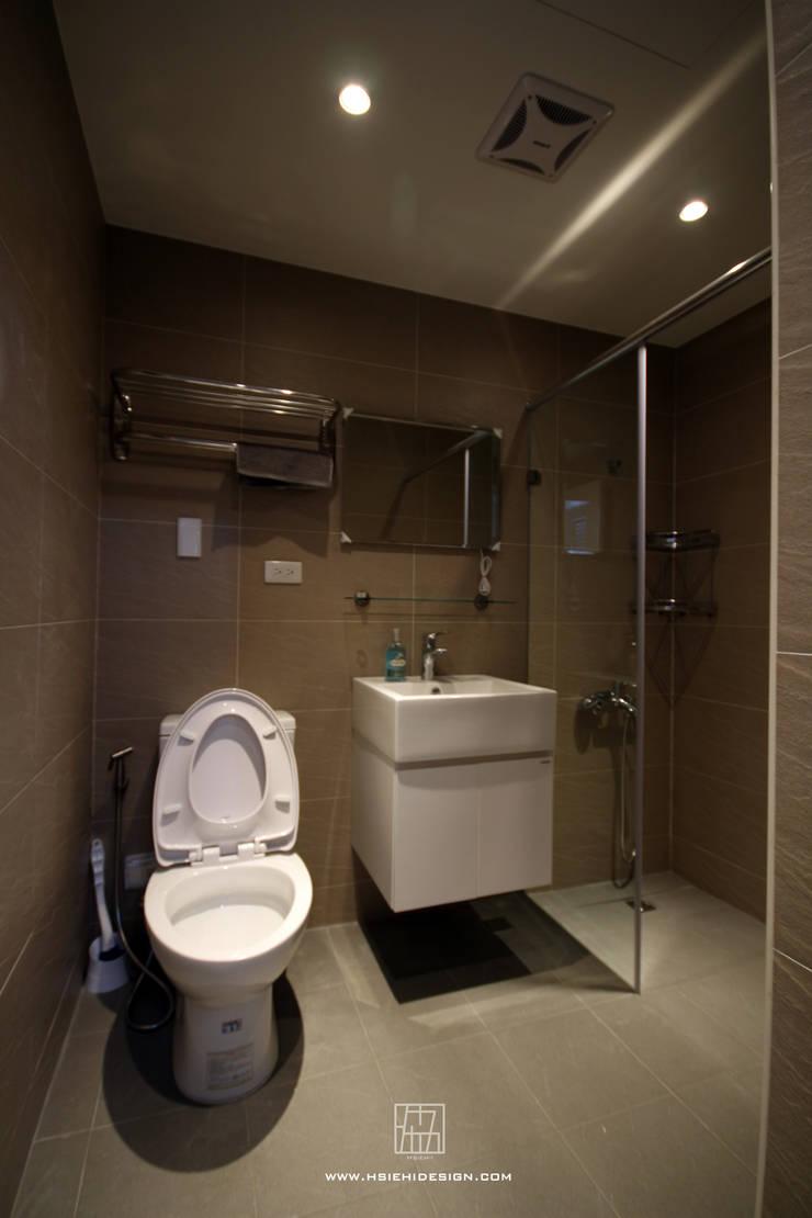 高雄新興 謝公館:  浴室 by 協億室內設計有限公司
