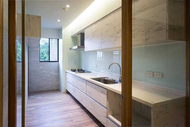 مطبخ تنفيذ 果仁室內裝修設計有限公司