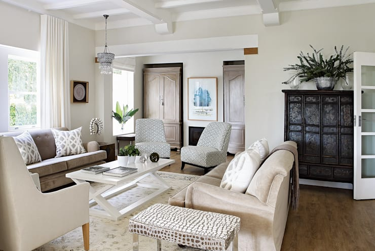 Formal Sitting Room:  Living room by Natalie Bulwer Interiors, Eclectic