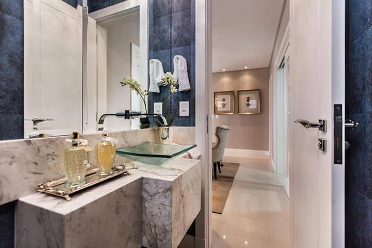 Lavabo: Banheiros  por Flávia Kloss Arquitetura de Interiores