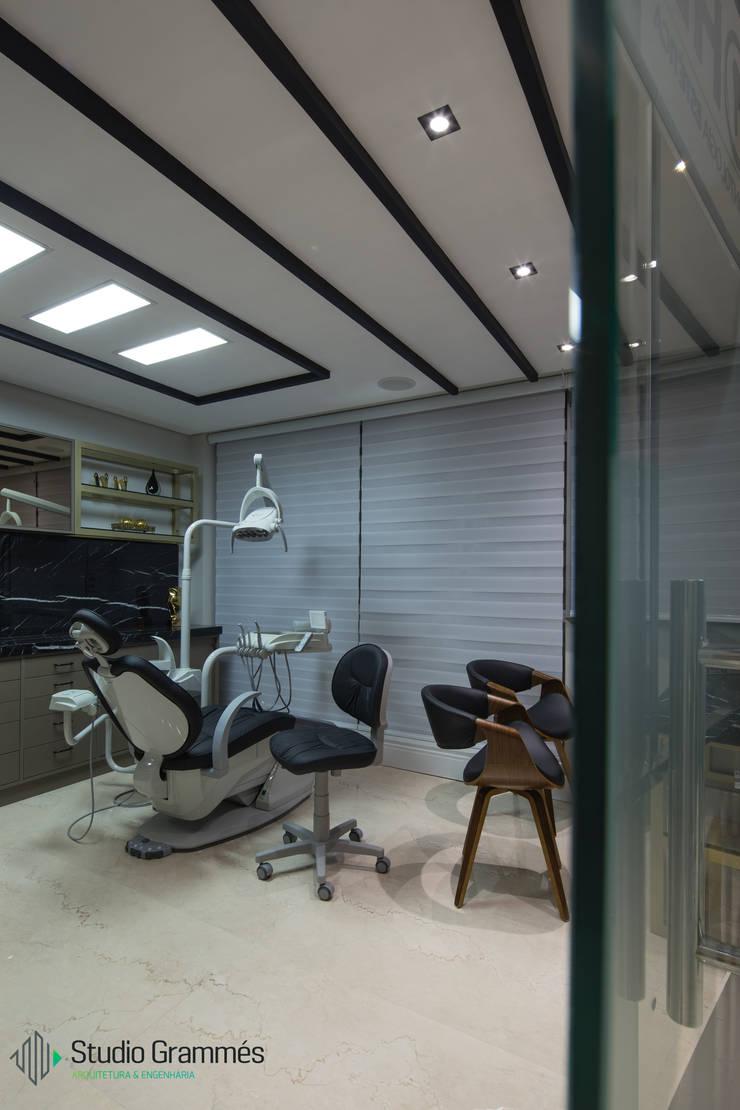Clínicas  por Studio Grammés • Arquitetura, Moderno