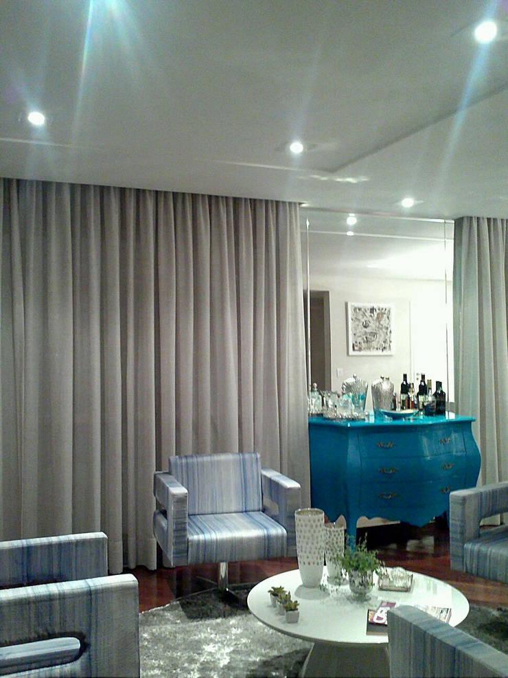 Living room by Patricia Armellei Arquitetura
