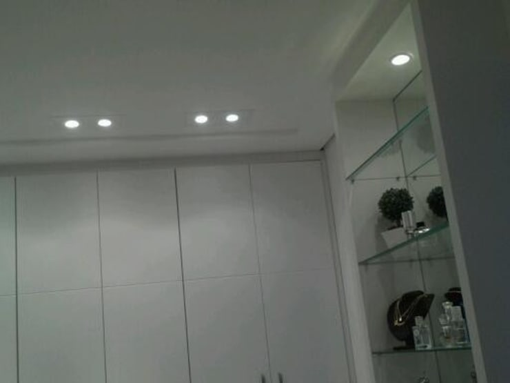 Dressing room by Patricia Armellei Arquitetura