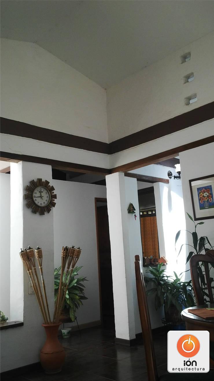 CASA EN EL CARAJO / Reciclaje Arquitectonico: Casas de estilo  por ION arquitectura SAS