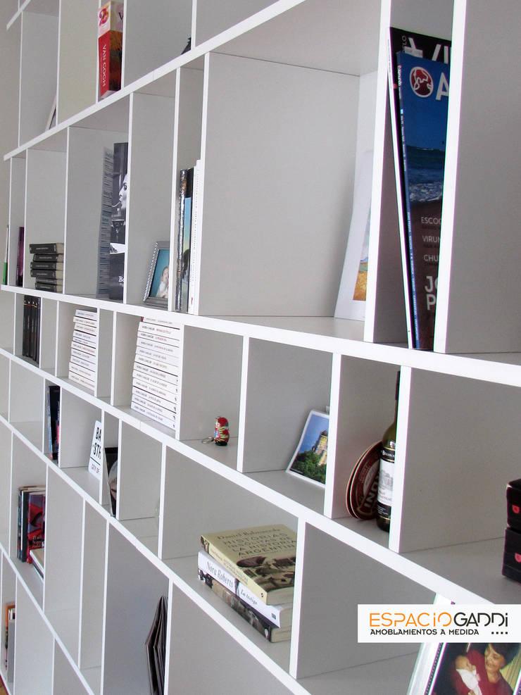 Biblioteca zoom lateral: Livings de estilo  por Espacio Gaddi,