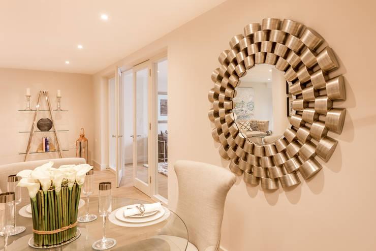 Projekty,  Jadalnia zaprojektowane przez SMB Interior Design Ltd