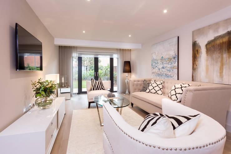 Salas / recibidores de estilo  por SMB Interior Design Ltd