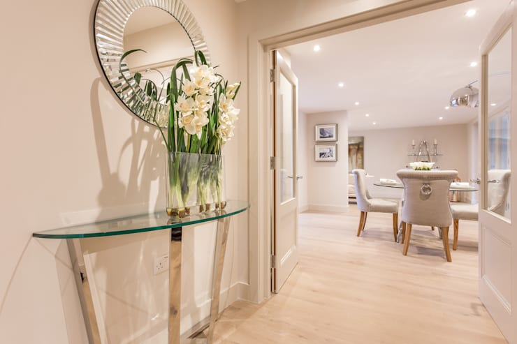 Sandbanks Show apartment:  Corridor & hallway by SMB Interior Design Ltd