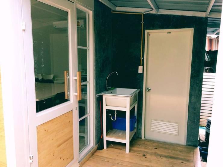 MIRAKI Art school & Workshop:  ห้องน้ำ by ห้างหุ้นส่วนจำกัด พอสซิเบิล ดีไซน์