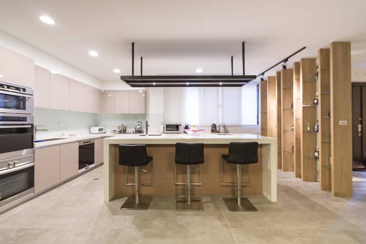 廚房:  廚房 by 果仁室內裝修設計有限公司