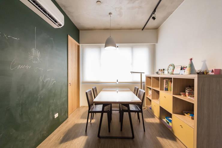 閱覽空間:  書房/辦公室 by 果仁室內裝修設計有限公司