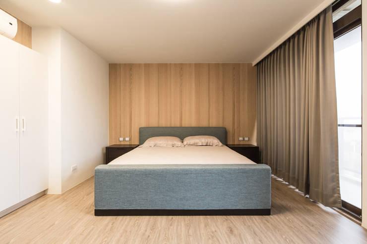 臥室:  臥室 by 果仁室內裝修設計有限公司