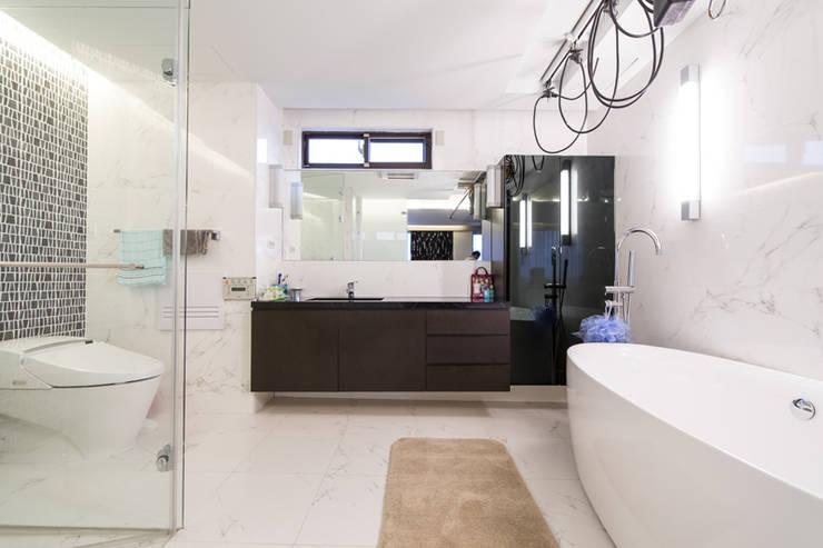 主臥浴室:  浴室 by 果仁室內裝修設計有限公司