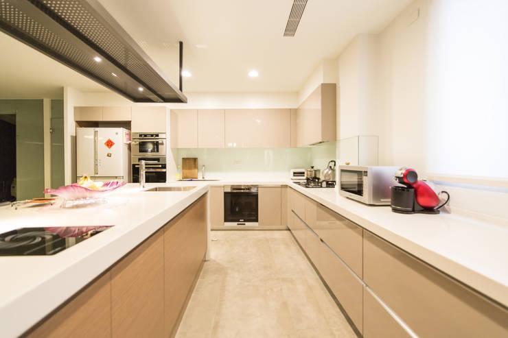 Projekty,  Kuchnia zaprojektowane przez 果仁室內裝修設計有限公司