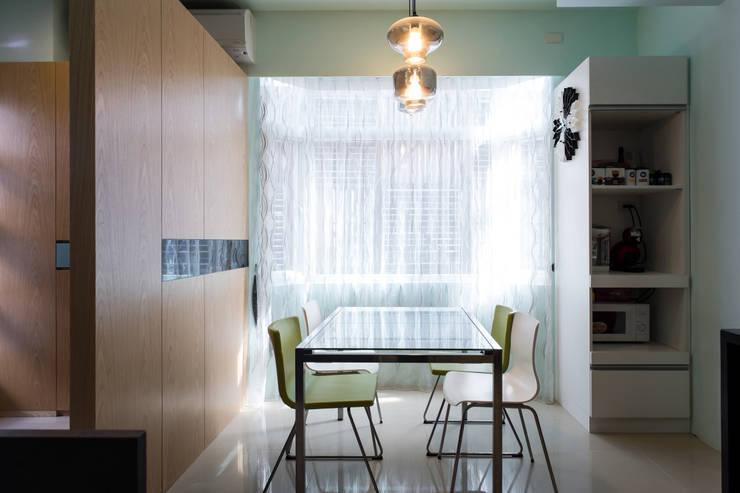 採光餐廳:  餐廳 by 果仁室內裝修設計有限公司