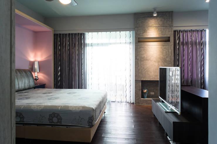 開敞主臥室:  臥室 by 果仁室內裝修設計有限公司