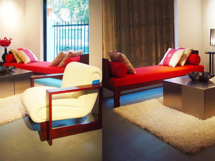 家具藝廊一樓:  客廳 by 果仁室內裝修設計有限公司