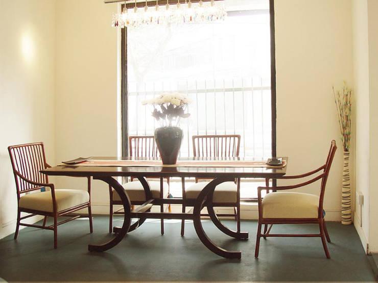 餐桌展示間:  餐廳 by 果仁室內裝修設計有限公司
