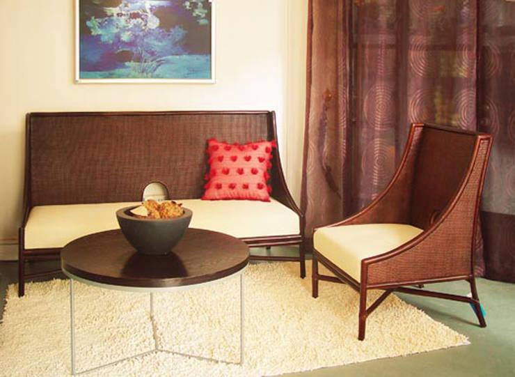 一樓沙發展示:  客廳 by 果仁室內裝修設計有限公司
