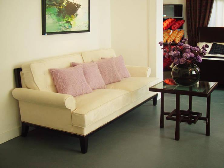 二樓沙發展示:  客廳 by 果仁室內裝修設計有限公司