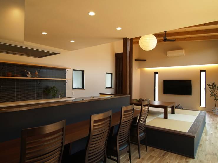 Phòng ăn by ai建築アトリエ