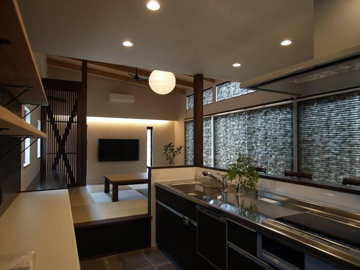 Nhà bếp by ai建築アトリエ