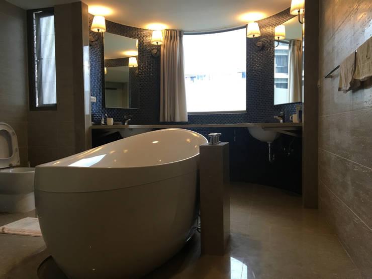 沉穩大器 將預算徹底發揮 70坪精品豪宅:  浴室 by 捷士空間設計(省錢裝潢)