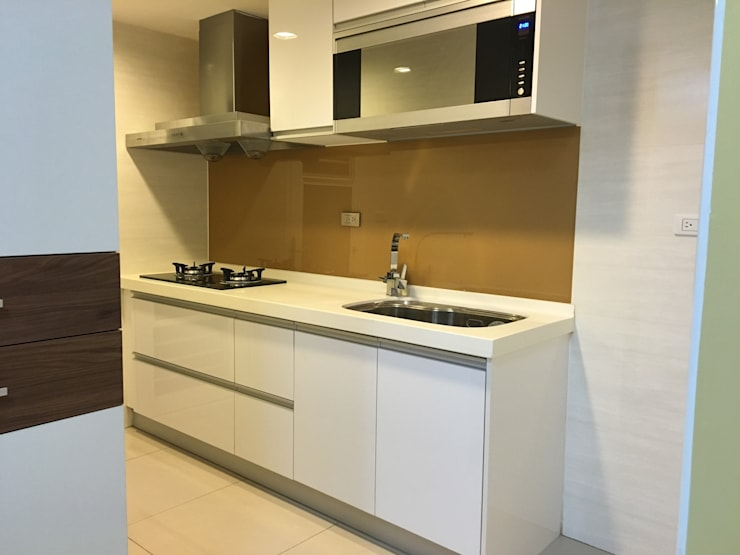 激省 17坪預算下的設計美:  廚房 by 捷士空間設計(省錢裝潢)