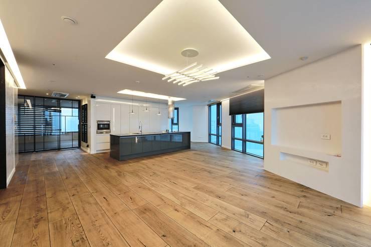 부산 센텀WBC 더펠리스 (flooring): (주)기성마루의  거실