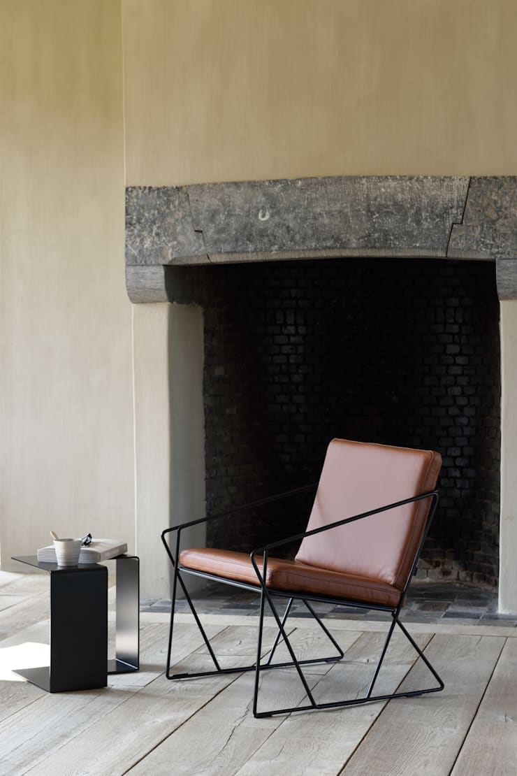 AUDE fauteuil in cognackleurig leder: modern  door MOOME, Modern Leer Grijs