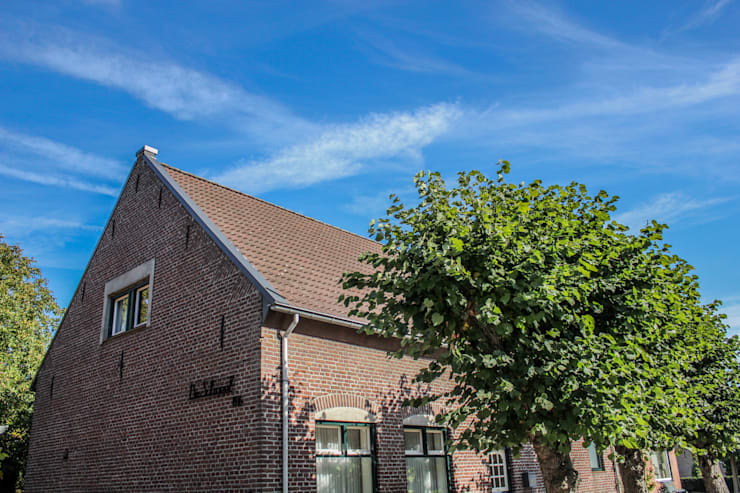 "De voormalige school in 't Ven dient tegenwoordig als een woning: {:asian=>""Aziatisch"", :classic=>""klassiek"", :colonial=>""koloniaal"", :country=>""land"", :eclectic=>""eclectisch"", :industrial=>""industrieel"", :mediterranean=>""mediterrane"", :minimalist=>""minimalistische"", :modern=>""modern"", :rustic=>""rustiek"", :scandinavian=>""Scandinavisch"", :tropical=>""tropisch""}  door Jules Design & Development,"