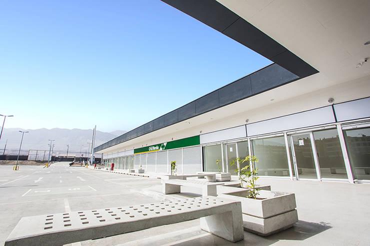 STRIP CENTER LA CHIMBA: Centros Comerciales de estilo  por surarquitectura