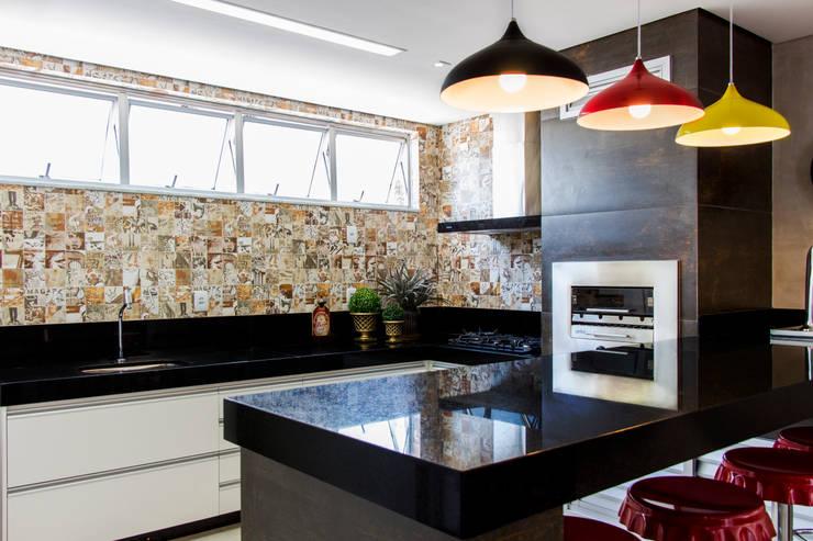 Cocinas de estilo rústico por Novità - Reformas e Soluções em Ambientes