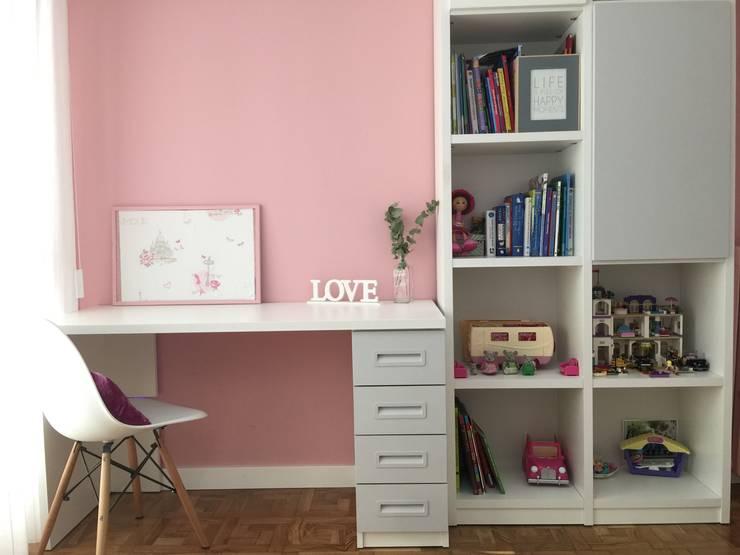 Espacio para estudiar y guardar: Dormitorios infantiles de estilo  de Noelia Villalba