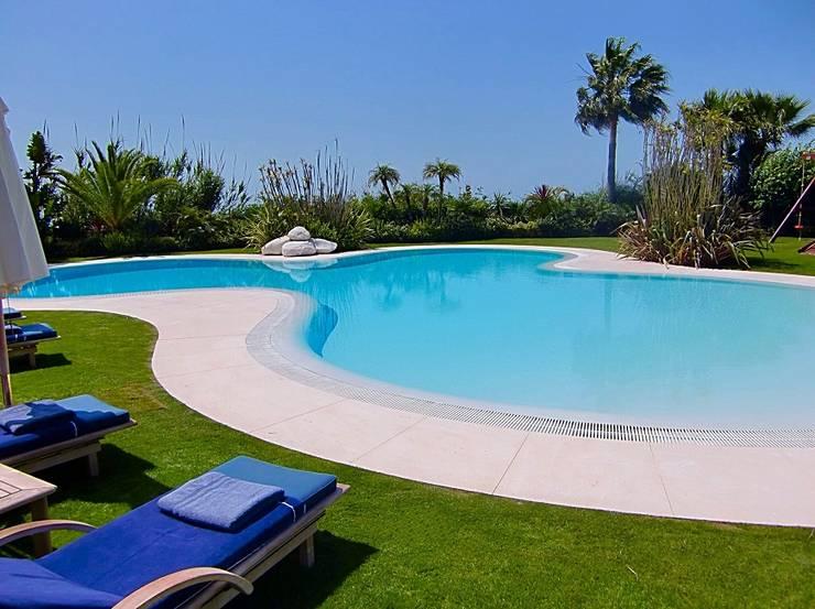Proyecto hydrazzo marbella de piscinas godo homify for Cuanto cuesta hacer una alberca en mexico