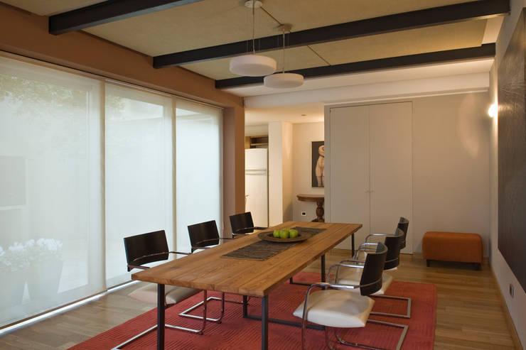 CASA EN PALERMO: Comedores de estilo  por Arquitecta MORIELLO,