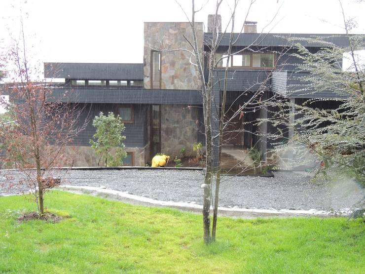 casa Bambach - Vial: Casas de estilo  por David y Letelier Estudio de Arquitectura Ltda.