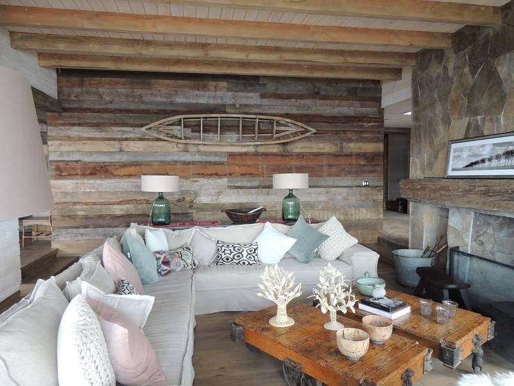 casa Bambach – Vial: Livings de estilo  por David y Letelier Estudio de Arquitectura Ltda.