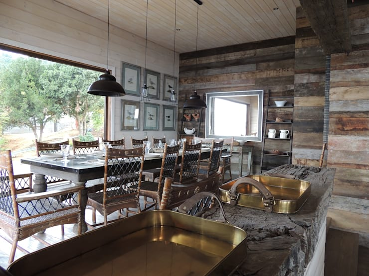 Sala da pranzo in stile  di David y Letelier Estudio de Arquitectura Ltda.