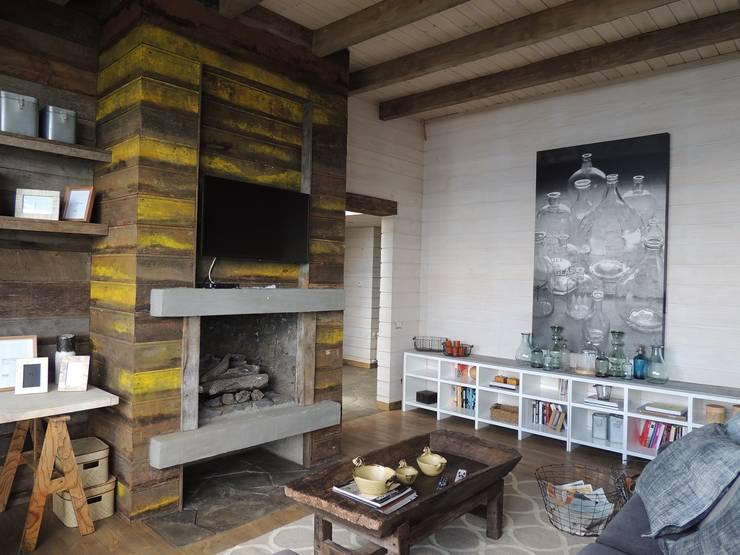casa Bambach – Vial: Estudios y biblioteca de estilo  por David y Letelier Estudio de Arquitectura Ltda.