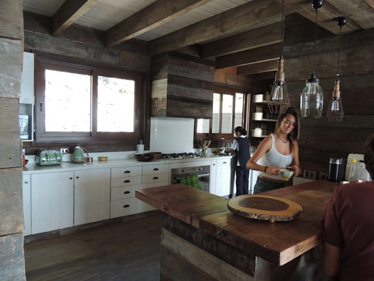 casa Balmaceda – Fontaine: Cocinas de estilo  por David y Letelier Estudio de Arquitectura Ltda.
