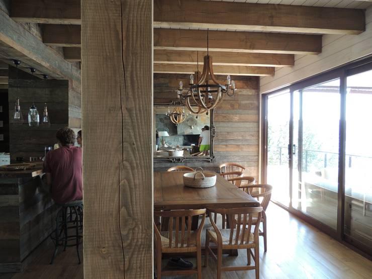casa Balmaceda – Fontaine: Comedores de estilo  por David y Letelier Estudio de Arquitectura Ltda.