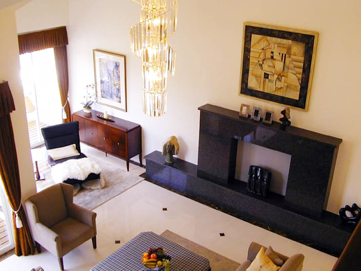 挑高客廳:  客廳 by 果仁室內裝修設計有限公司